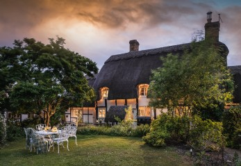 Luxury self-catering thatched cottage in Birlingham