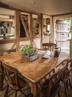 Thatched self-catering cotswolds holiday cottage