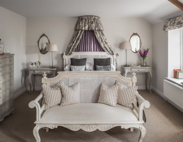 Luxury self-catering for families near Shipton Gorge