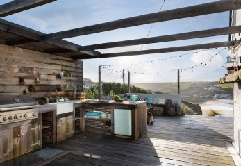 Self-catering beach house for hire in Mawgan Porth, Cornwall