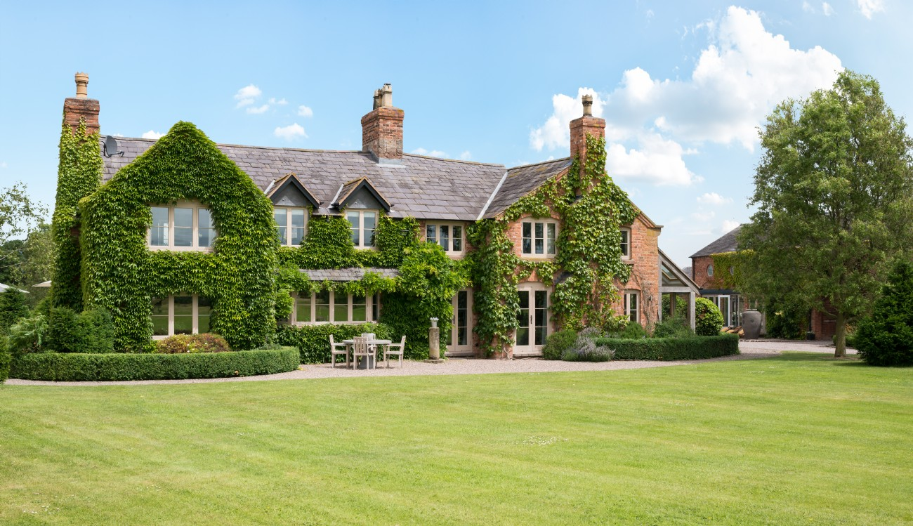 Large Luxury Self-Catering Country Manor House Near Chester