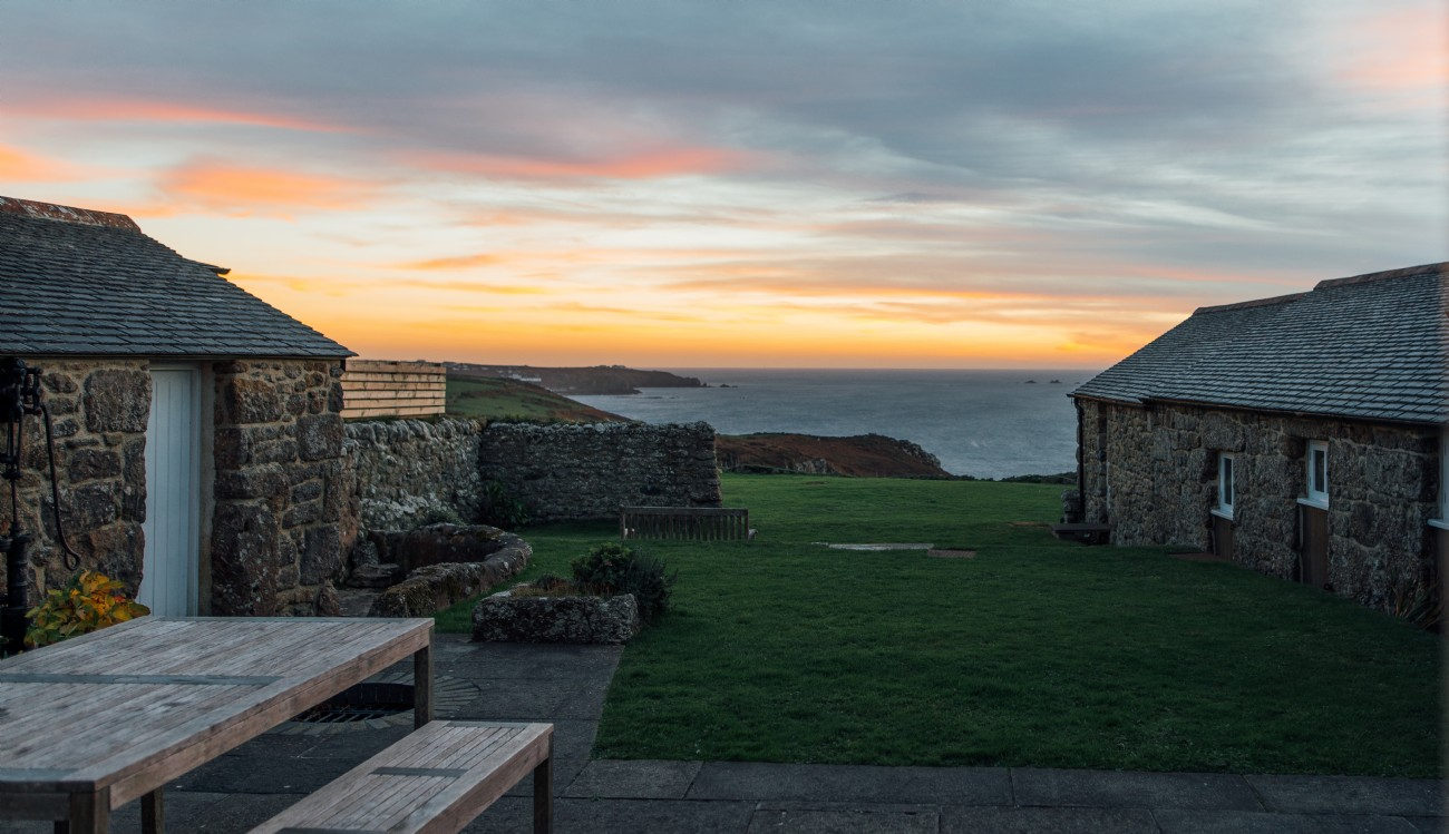 Cape Cornwall self-catering luxury cottage by the sea