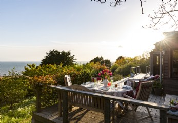 Self-catering beach house for hire in Burton Bradstock, Dorset