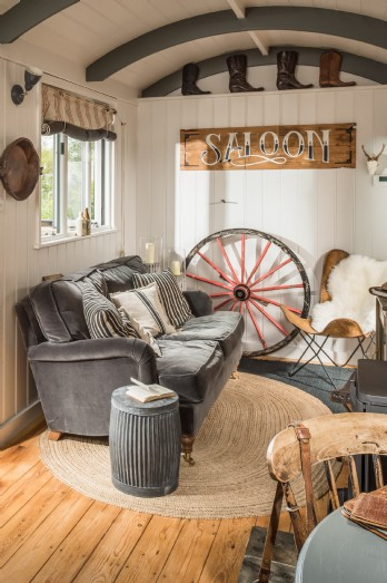 Sitting room come saloon at this luxury retreat in Cornwall