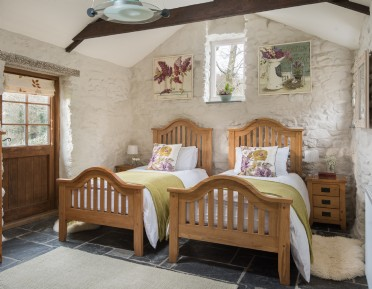 Luxury self-catering with swimming pool in cornwall