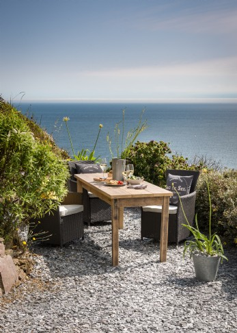 Luxury self-catering beach house for families in Cornwall