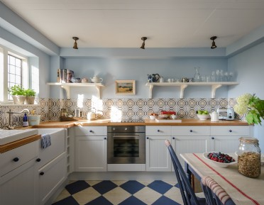 Luxury self-catering dog-friendly cottage in Sandwich Bay