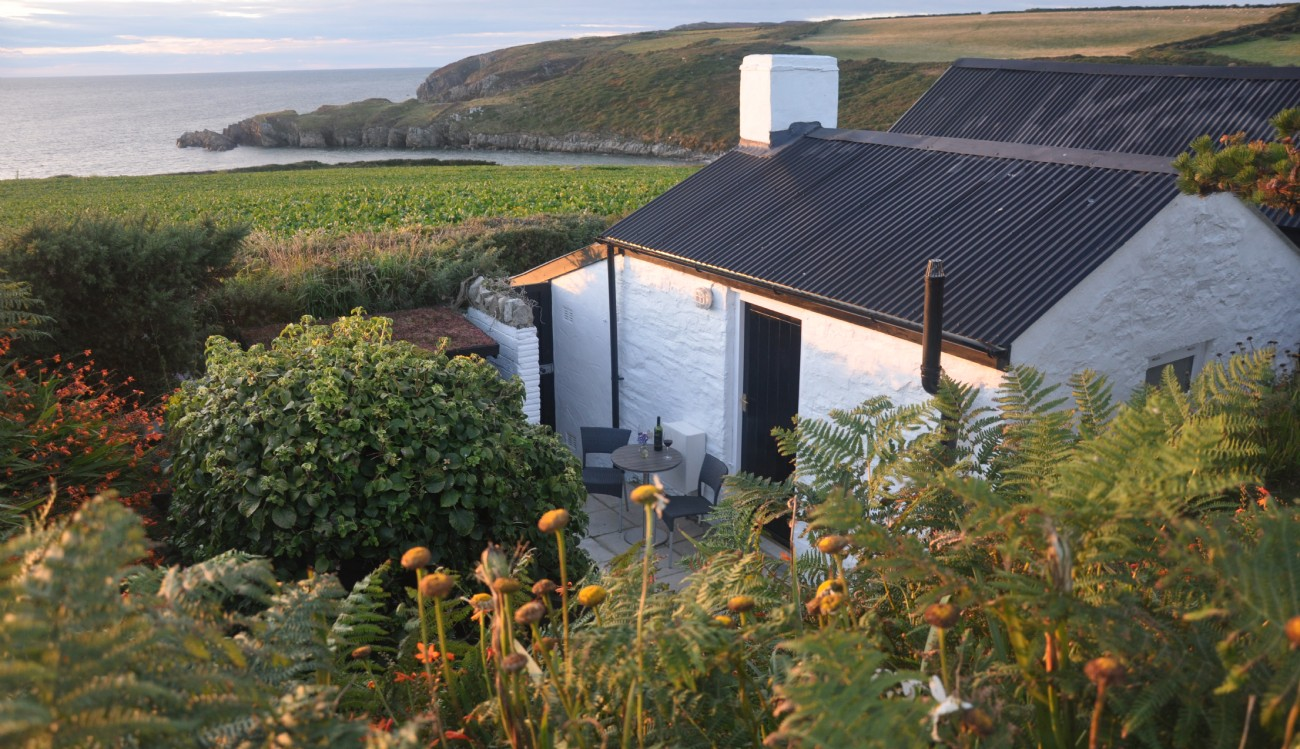 Pembrokeshire Luxury Coastal Cottage with Hot Tub, The Cable Hut