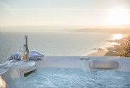 Luxury self-catering beach cottage with bubbly hot tub