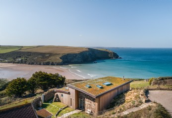 Self-catering coastal home for hire in Mawgan Porth, Cornwall