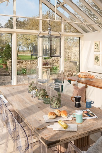 Family friendly manor for hire in the Cotswolds