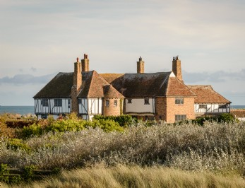 The Restoratory is a dog-friendly coastal cottage in Sandwich Bay, Kent