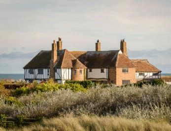 The Restoratory is a dog-friendly coastal cottage in Sandwich Bay, Kent