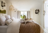 The cosy birdie bedroom with king-size bed is available if guests wish to use it