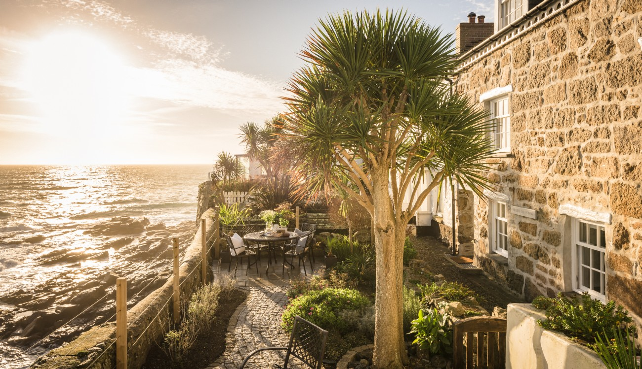 Mousehole luxury self-catering cottage overlooking the sea Cornwall