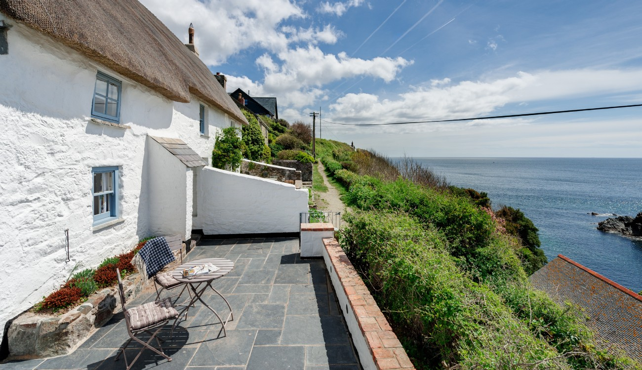Cadgwith Cove luxury self-catering cottage by the sea, Sea Rose