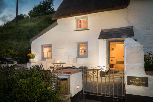 Cadgwith Cove Luxury Self Catering Cottage By The Sea Sea