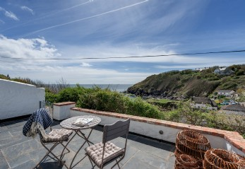 The Sea Rose is a luxury self-catering coastal cottage Cadgwith Cove, Cornwall