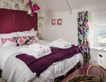 Luxury self-catering holiday cottage Cadgwith Cove, Cornwall
