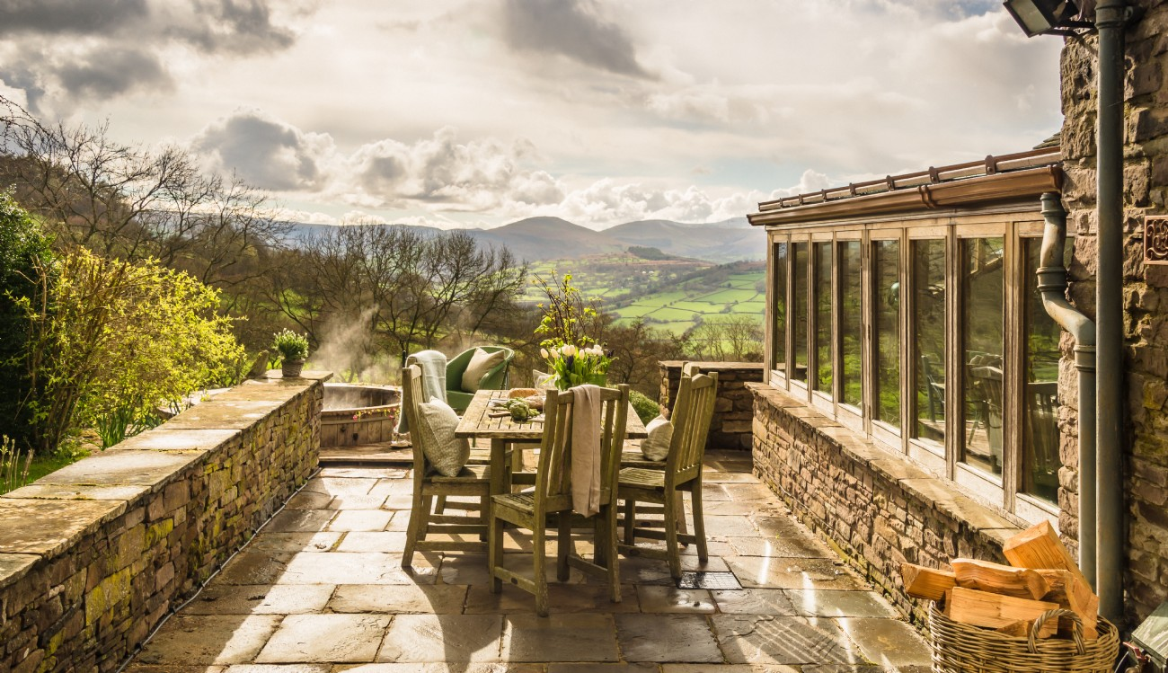 Brecon Beacons Luxury Self-catering Home with Hot Tub, Crickhowell