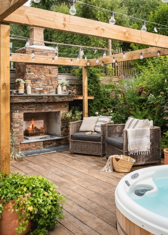Newquay Luxury holiday barn with open stone fire place