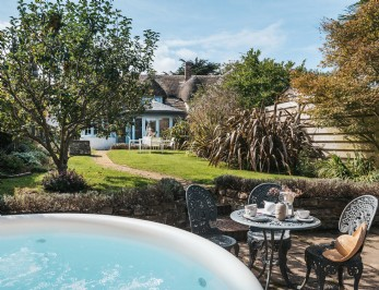 Luxury coastal cottage with hot tub north Cornwall