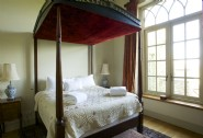 The two beguiling four poster bedrooms carry the regal ambiance into the night..