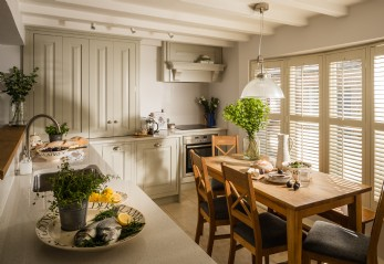 Voyager is a luxury holiday cottage set right on Mousehole harbour in Cornwall