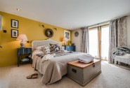 Luxurious super king-size bedrom with en suite shower near Widemouth Bay