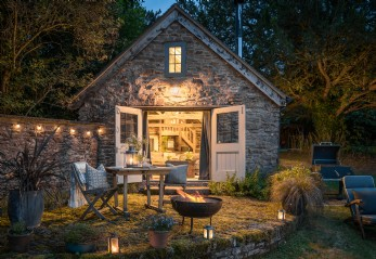 Luxury self-catering retreat with rustic interiors in the Malvern Hills