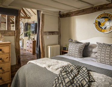 Rough-luxe self-catering hideaway in the Malvern Hills AONB