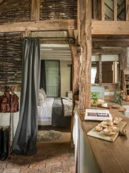Luxury self-catering barn conversion in Malvern