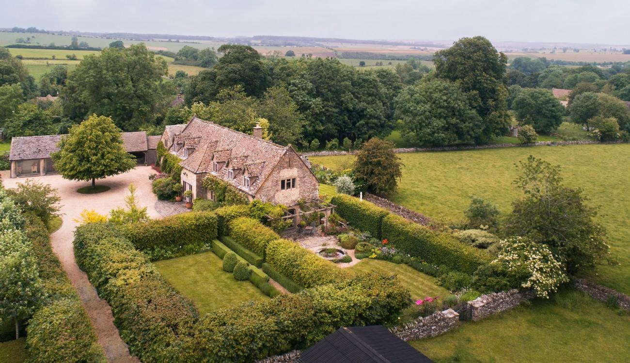 Zamani | Luxury Cotswolds Country House | Hawling, Cheltenham