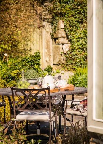 woodcutter's rustic self-catering in cornwall