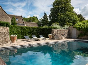 Luxury self-catering country house with swimming pool in the Cotswolds