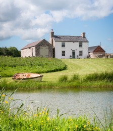 This Farmhouse in the Welsh Countryside Looks Like It´s Straight Out of a Storybook