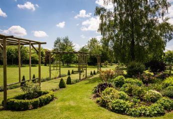 Private garden wedding venue in the Cotswolds